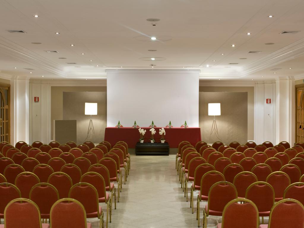 Sala Ambasciatori - 450 pax a platea
